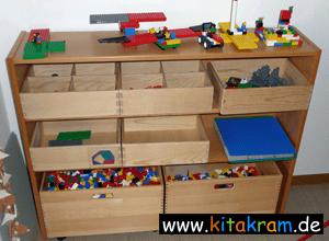 Legoregal-im-Kindergarten30.png