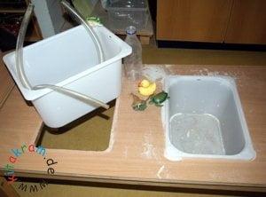 Wassertisch Kindergarten Aufbau.jpg